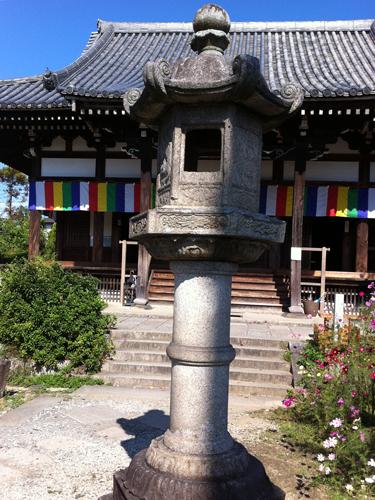 般若寺の灯籠