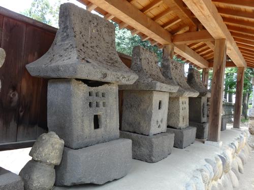 ナゾの石造物