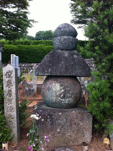 伴墓五輪塔(ともばかごりんとう)。