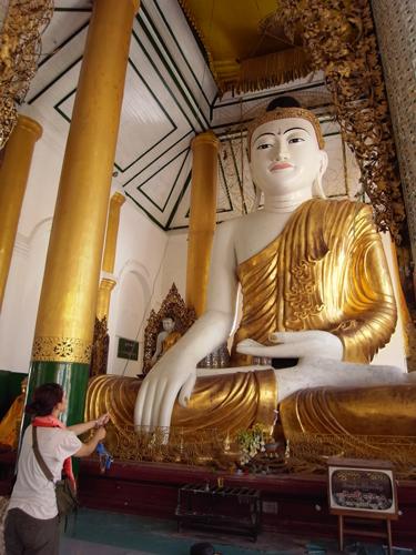仏陀坐像@シュユダゴン・パヤー(ミャンマー)